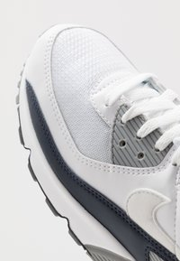 Nike Sportswear - AIR MAX 90 - Sneakers laag - white/particle grey/obsidian - 5