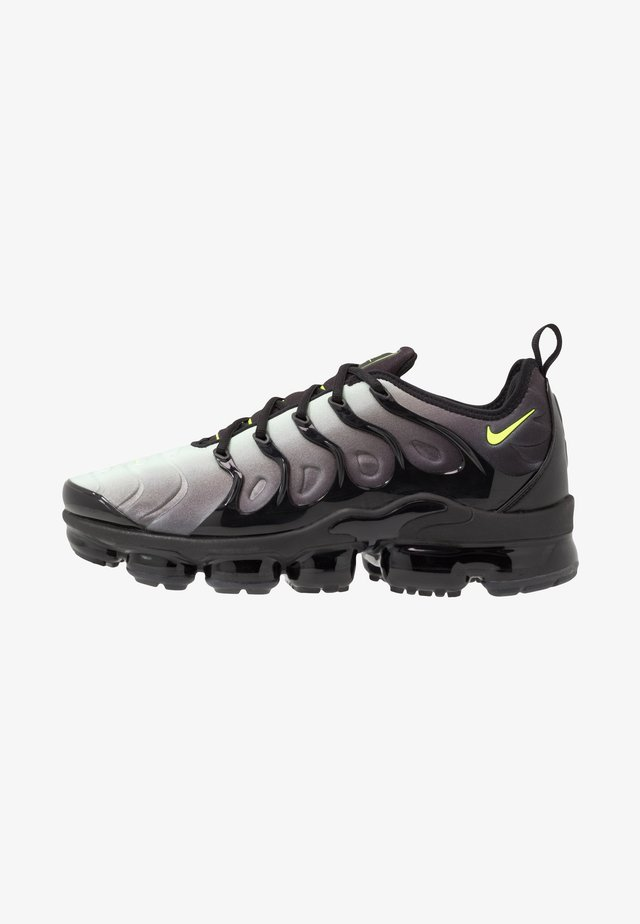 AIR VAPORMAX PLUS - Sneakersy niskie - black/volt/pistachio frost