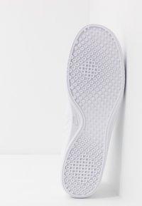 Nike Sportswear - COURT VINTAGE PREM - Matalavartiset tennarit - white/black/total orange - 4