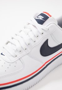 Nike Sportswear - AIR FORCE 1 '07 LV8  - Sneaker low - white/obsidian/habanero red - 5