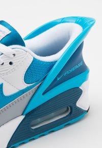 Nike Sportswear - AIR MAX 90 FLYEASE - Sneakers laag - white/laser blue/industrial blue/wolf grey - 5