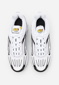 Nike Sportswear - AIR MAX PLUS III UNISEX - Sneakersy niskie - white/black/chile red - 3