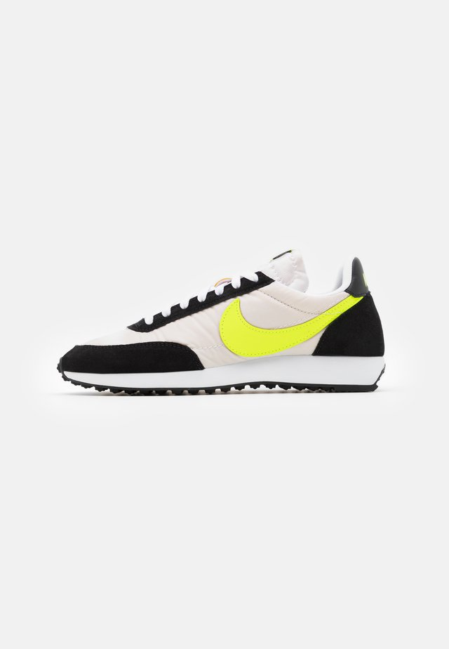 AIR TAILWIND 79 - Sneakersy niskie - white/volt/blue fury/black