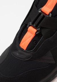 Nike Sportswear - AIR MAX 720 SLIP  OBJ - Sneakersy niskie - black/total orange - 5