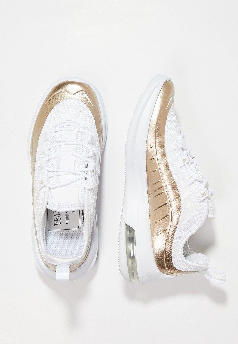 Nike Sportswear - AIR MAX AXIS - Sneakersy niskie - white/blur/mtlc silver