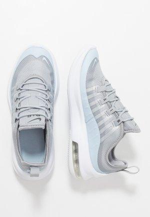 AIR MAX AXIS - Baskets basses - wolf grey/celestine blue/metallic dark grey/white