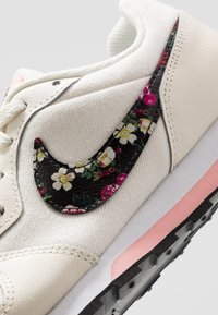 Nike Sportswear - RUNNER - Trainers - pale ivory/black/pink tint/white - 2