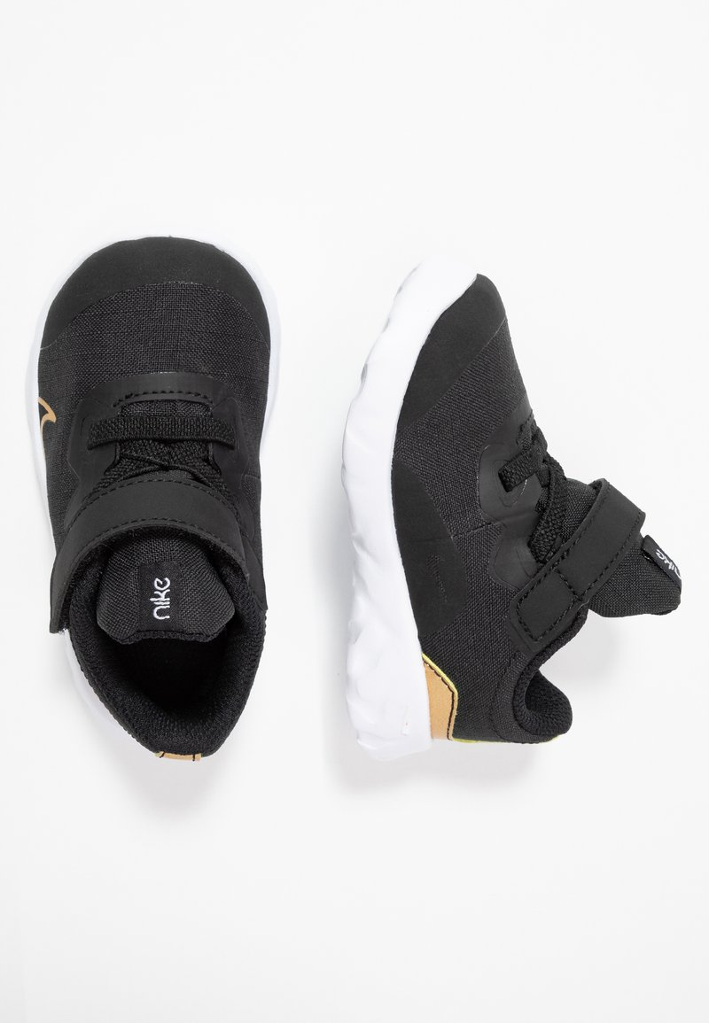 Nike Sportswear - EXPLORE STRADA - Zapatillas - black/metallic gold/white