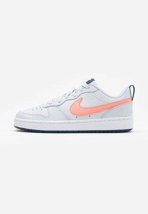 COURT BOROUGH  - Sneakers - pure platinum/atomic pink/valerian blue/white