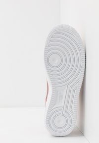 Nike Sportswear - AIR FORCE 1 LV8 V DAY - Sneakers laag - pink quartz/white/canyon pink/metallic gold - 5