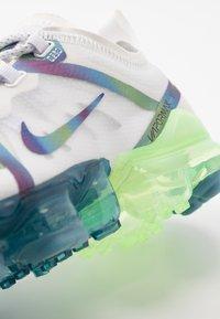 Nike Sportswear - AIR VAPORMAX 2019 BG - Tenisky - summit white/multicolor/white - 2