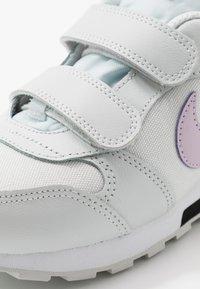 Nike Sportswear - MD RUNNER 2 - Baskets basses - photon dust/iced lilac/off noir/white - 2