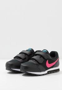 Nike Sportswear - MD RUNNER 2 - Zapatillas - black - 3