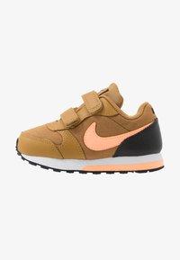 Nike Sportswear - RUNNER 2 - Zapatillas - wheat/orange pulse/black/white - 1