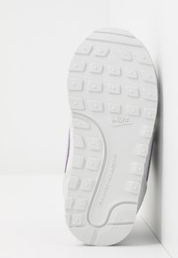 Nike Sportswear - RUNNER 2 - Baskets basses - photon dust/iced lilac/off noir/white - 5