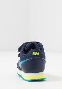 Nike Sportswear - RUNNER 2 - Sneakers laag - midnight navy/laser blue/lemon/white - 4
