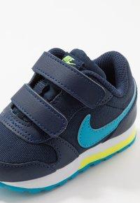 Nike Sportswear - RUNNER 2 - Zapatillas - midnight navy/laser blue/lemon/white - 2
