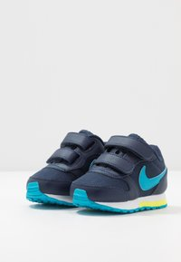 Nike Sportswear - RUNNER 2 - Baskets basses - midnight navy/laser blue/lemon/white