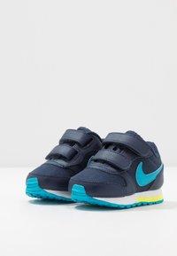 Nike Sportswear - RUNNER 2 - Zapatillas - midnight navy/laser blue/lemon/white - 3