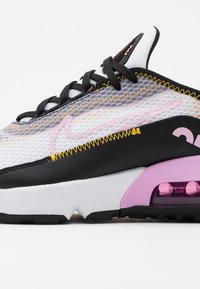 Nike Sportswear - AIR MAX 2090 - Sneakersy niskie - white/light arctic pink/black/dark sulfur - 5