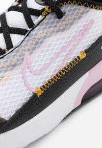 Nike Sportswear - AIR MAX 2090  - Sneakers laag - white/light arctic pink/black/dark sulfur - 5
