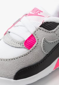 Nike Sportswear - NIKE MAX 90 CRIB - Babysko - white/particle grey/light smoke grey/hyper pink/black