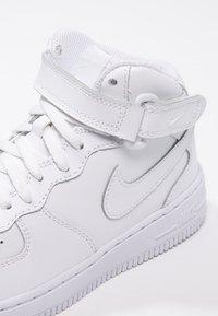 Nike Sportswear - AIR FORCE 1 MID - Vysoké tenisky - white - 5