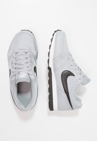 Nike Sportswear - MD RUNNER 2 - Tenisky - wolf grey/black/white - 0