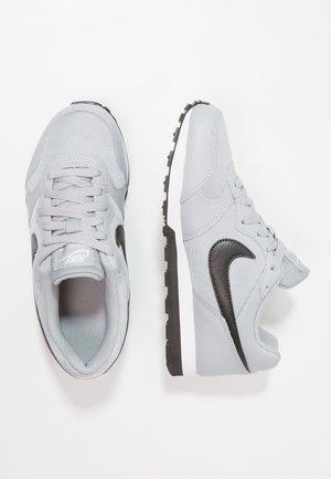 MD RUNNER 2 - Sneakers laag - wolf grey/black/white