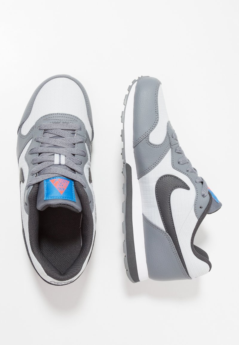 Nike Sportswear - MD RUNNER 2 - Sneaker low - pure platinum/anthracite/cool grey/photo blue
