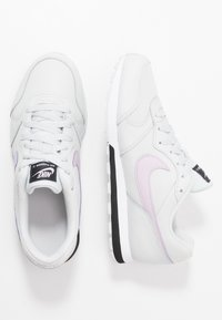 Nike Sportswear - MD RUNNER 2 - Zapatillas - photon dust/iced lilac/off noir/white - 0