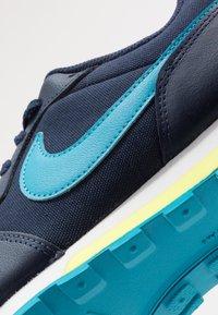 Nike Sportswear - MD RUNNER 2 - Tenisky - obsidian/voltage green/lucid green - 2