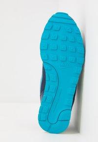Nike Sportswear - MD RUNNER 2 - Tenisky - obsidian/voltage green/lucid green - 5
