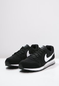 Nike Sportswear - MD RUNNER 2 - Sneakers basse - schwarz - 2