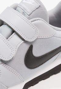 Nike Sportswear - MD RUNNER 2 BPV - Trainers - wolf grey/black/white - 5