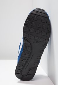 Nike Sportswear - MD RUNNER 2 BPV - Baskets basses - gym blue/white/black