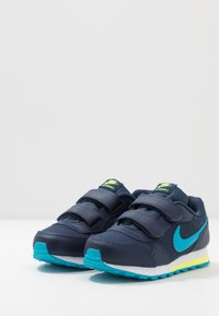 Nike Sportswear - MD RUNNER 2 BPV - Sneakers - midnight navy/laser blue/lemon/white - 3