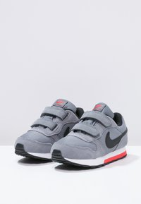 Nike Sportswear - MD RUNNER  - Zapatillas - cool grey/black/max orange/white - 2