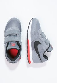 Nike Sportswear - MD RUNNER  - Zapatillas - cool grey/black/max orange/white - 1