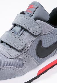 Nike Sportswear - MD RUNNER  - Zapatillas - cool grey/black/max orange/white - 5