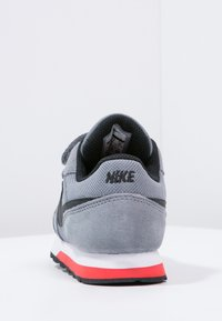 Nike Sportswear - MD RUNNER  - Zapatillas - cool grey/black/max orange/white - 3