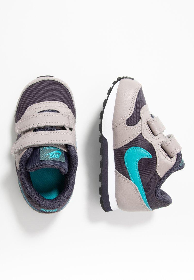Nike Sportswear - MD RUNNER 2  - Obuwie do nauki chodzenia - gridiron/teal/pumice/faded spruce