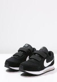 Nike Sportswear - MD RUNNER  - Trainers - black/white/wolf grey - 2