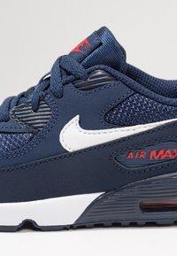 Nike Sportswear - AIR MAX 90 - Tenisky - midnight navy/white/universal red/obsidian - 2