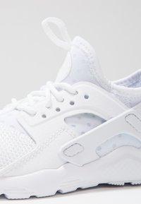 Nike Sportswear - HUARACHE RUN ULTRA (PS) - Baskets basses - white - 5