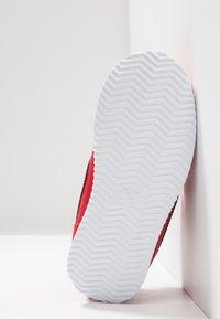 Nike Sportswear - CORTEZ BASIC  - Sneakersy niskie - university red/obsidian/white - 5