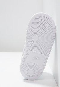 Nike Sportswear - COURT BOROUGH MID (TDV) - Sneakers alte - white - 5