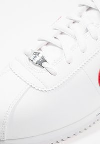 Nike Sportswear - CORTEZ BASIC  - Baskets basses - white / varsity red - 5