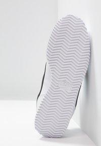 Nike Sportswear - CORTEZ BASIC  - Zapatillas - white/black - 5