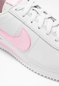 Nike Sportswear - CORTEZ BASIC  - Zapatillas - photon dust/pink-white/metallic silver - 2